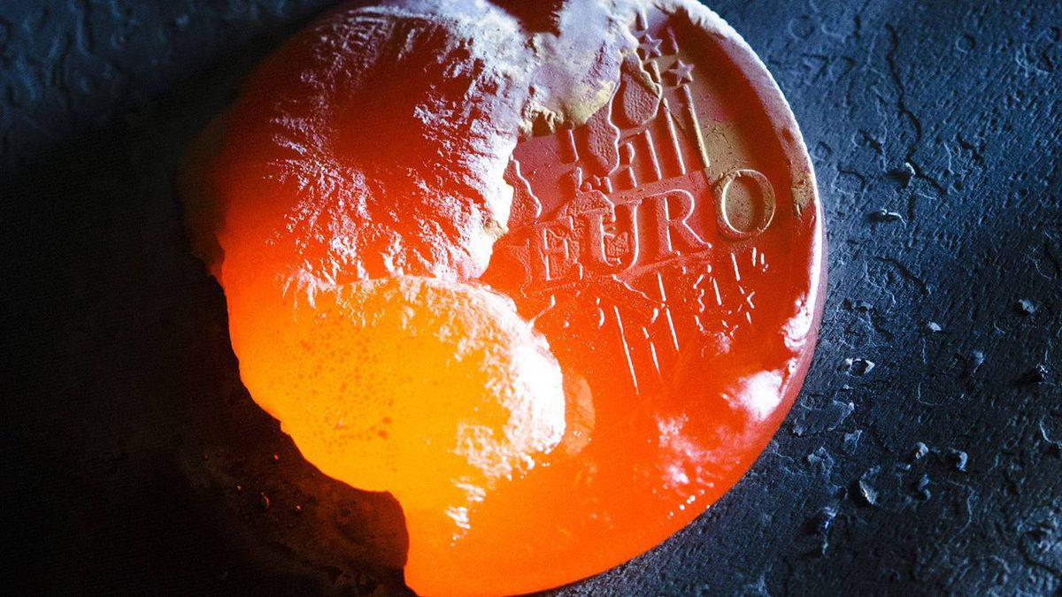 A one euro coin is melted with a welding torch in this photo illustration taken in Bern November 8, 2011. According to sources quoted by Reuters, euro zone members have been told to prepare a contingency plan for Greece leaving the economic zone.