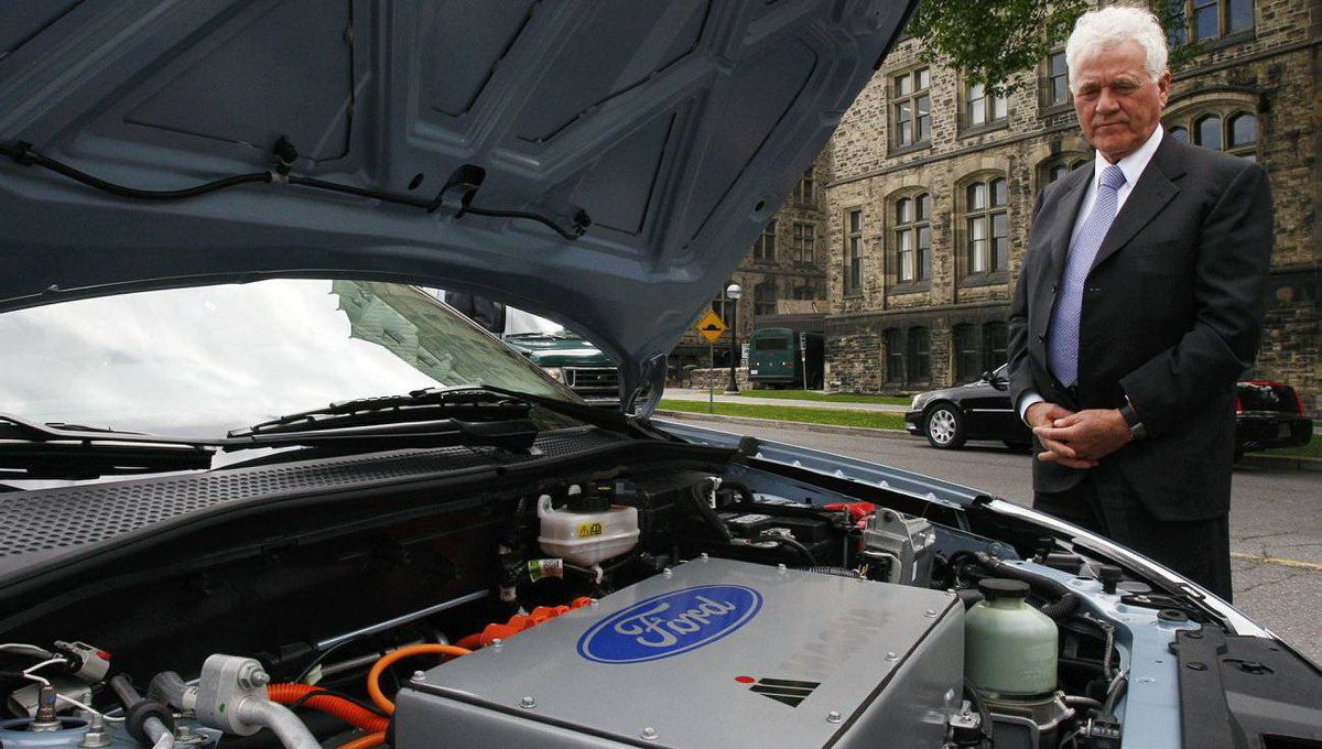 Frank Stronach looks at a Ford battery electric vehicle (BEV), which was developed in partnership with Magna, during a news conference in Ottawa in June, 2009.