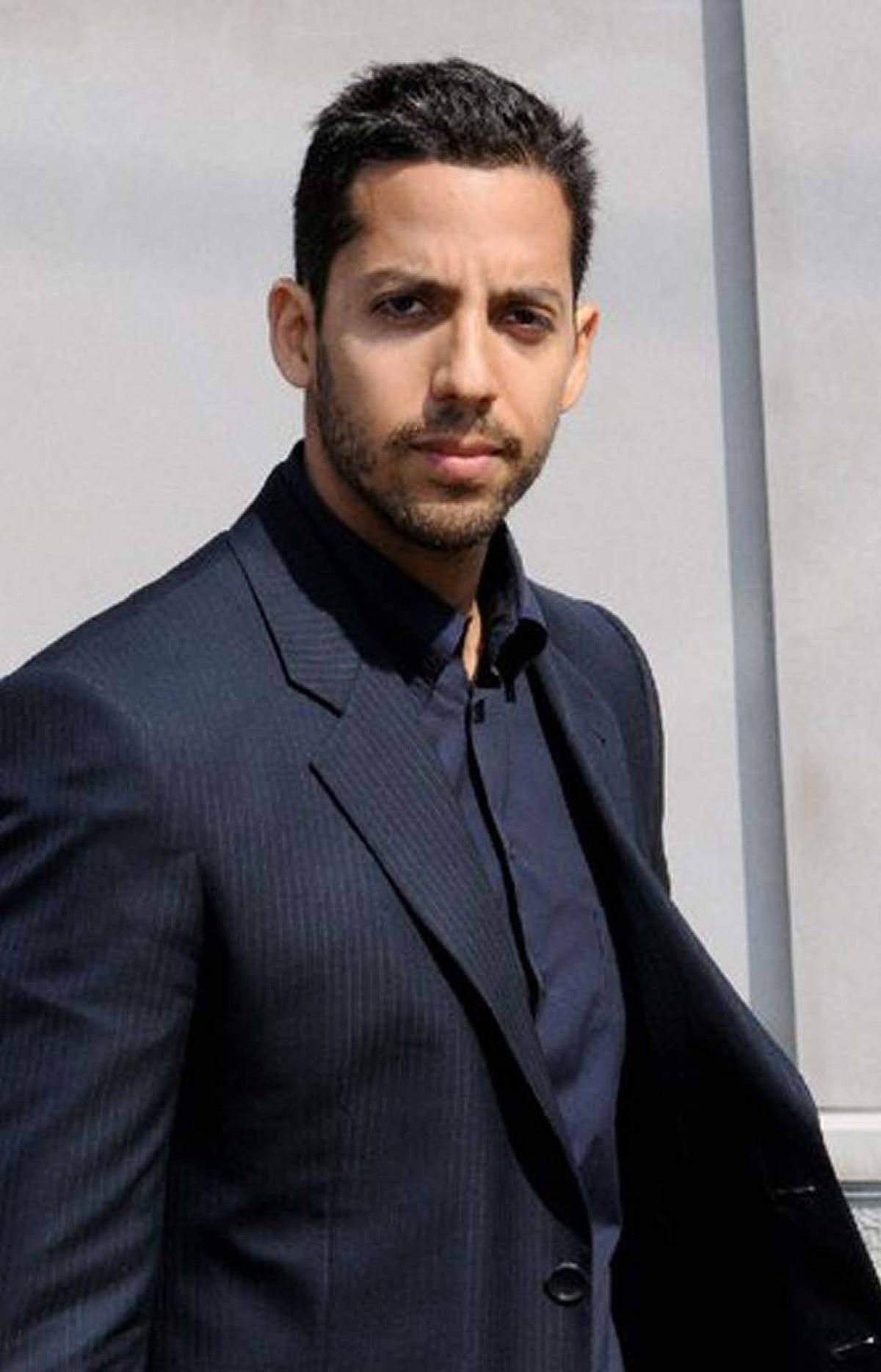 REALITY David Blaine: What Is Magic? TLC, 10 p.m. ET, 7 p.m. PT Is David Blaine the modern-day Houdini? The master illusionist became famous with his bizarre endurance stunts – including encasing himself in a block of ice in Times Square for 63 hours – and his ability to perform sleight of hand. There's not much structure to this special, in which he travels all over the U.S. to perform deft feats of legerdemain before astounded spectators. The highlights include Blaine stealing a cop's watch and fooling the entire New York Giants football team with amazing card tricks.
