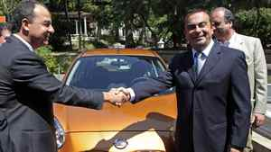 Renault/Nissan CEO Carlos Ghosn, right, and Rio governor Sergio Cabral shake hands in Rio de Janeiro on Thursday.
