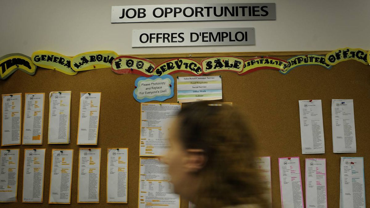Youth search online and on a job board at YES Youth Employment Services in Toronto