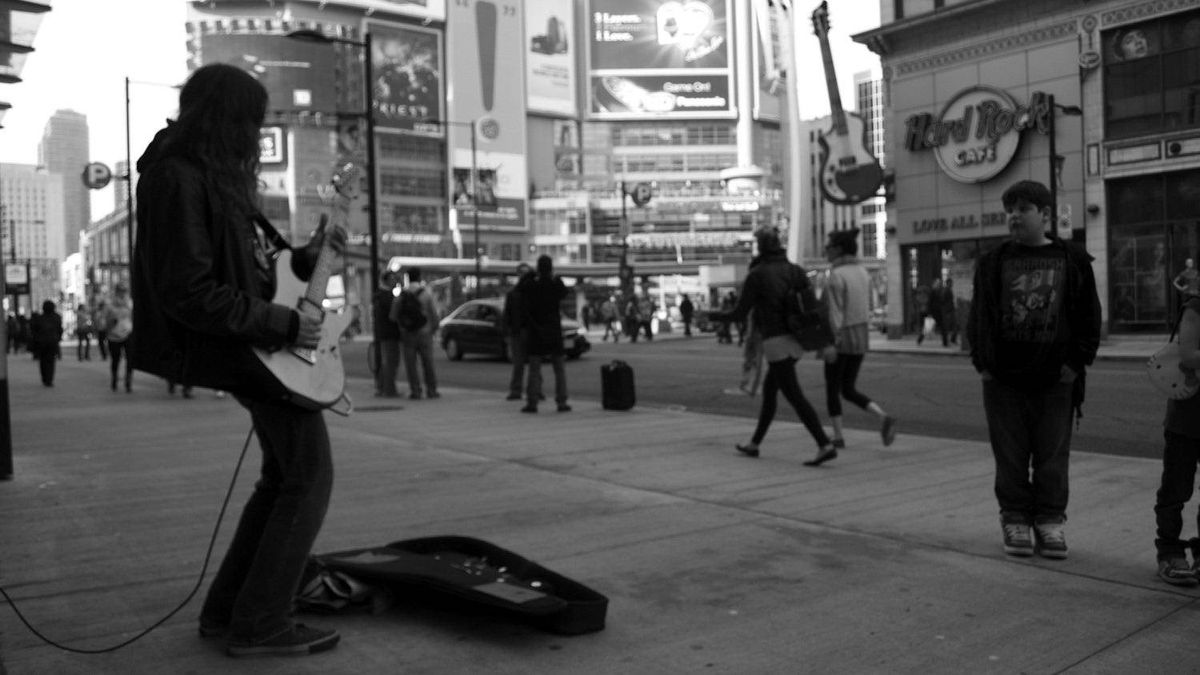 Roberto Brito photo: Downtown - Busker downtown by Y/D Square