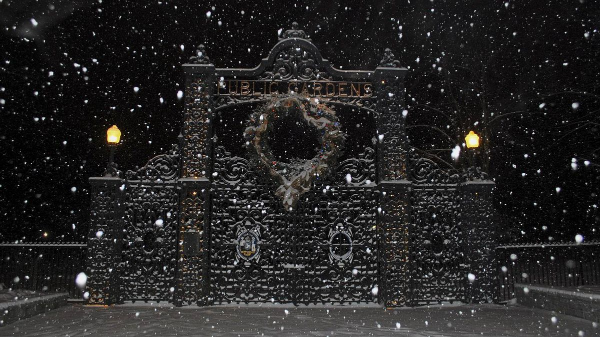 ROD STEWART photo: Park closed - Public gardens at night during the snow storm