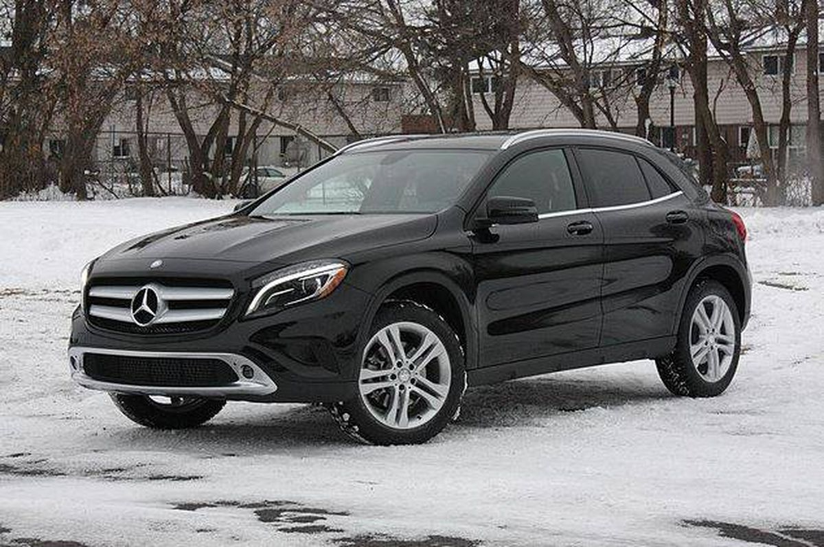 Review 2015 mercedes benz gla 250 is quirky yet easy to for Mercedes benz suv gla