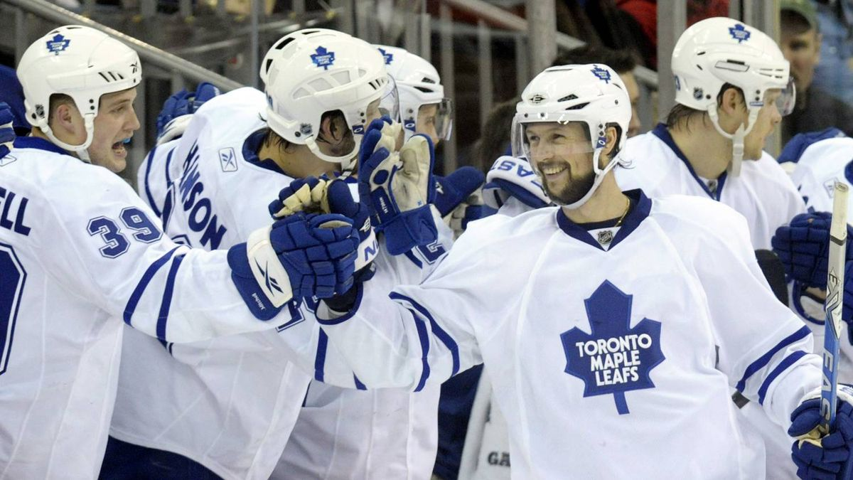 Toronto Maple Leafs center Rickard Wallin (R) is congratulated by teammate John Mitchell (39) as he comes to the bench after scoring against the New Jersey Devils in the second period of their NHL hockey game in Newark, New Jersey, February 5, 2010. REUTERS/Ray Stubblebine