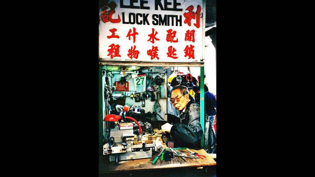 BUSY LOCKSMITH, HONG KONG ISLAND