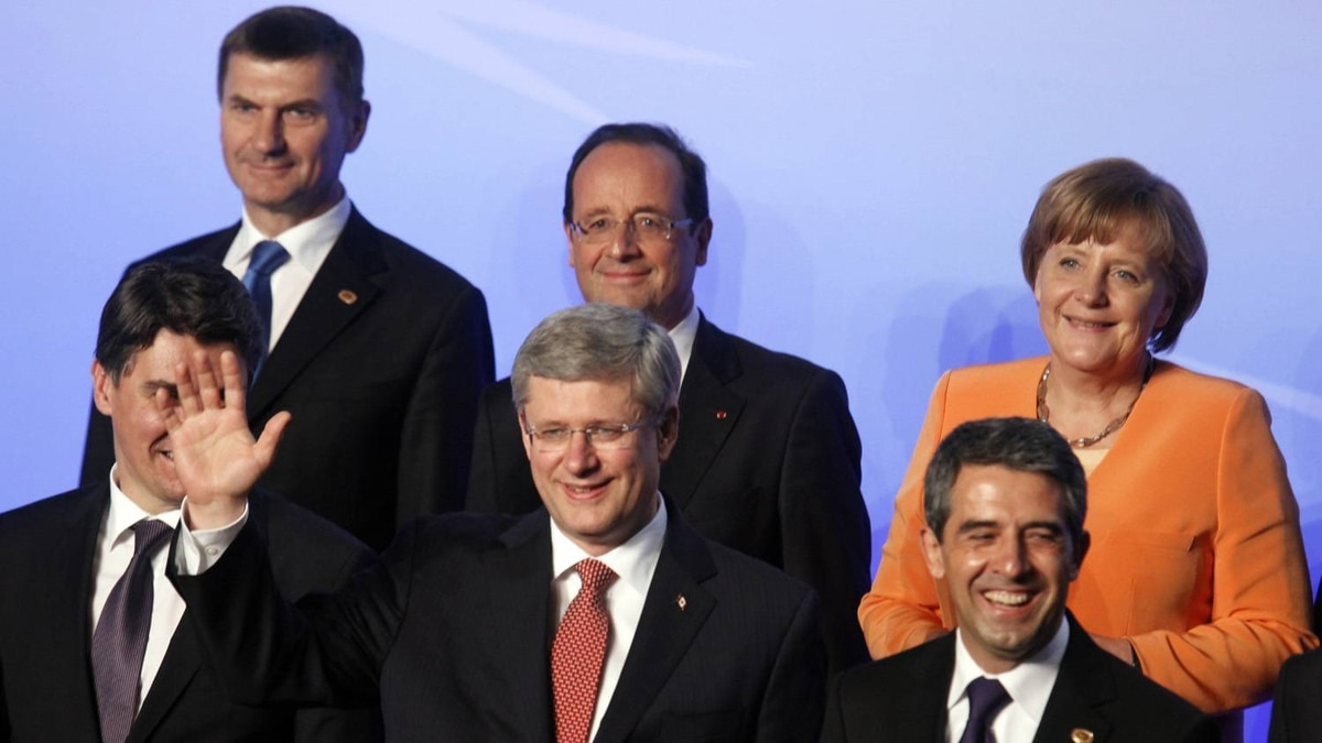 Canadian Prime Minister Stephen Harper (centre) waves as leaders pose for a photo at the NATO summit in Chicago May 20, 2012.