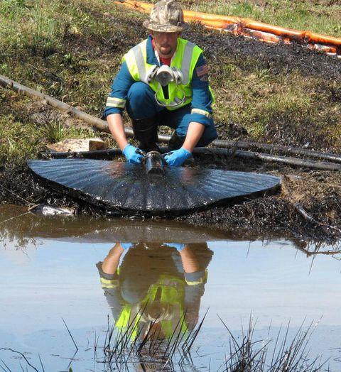 Arkansas pipeline leak fires up Keystone opponents