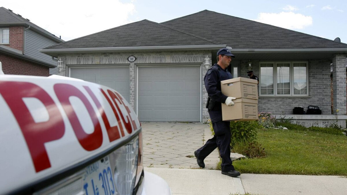 RCMP investigators remove evidence boxes from a home in London, Ontario, Thursday, August 26, 2010. A resident of the house was taken into custody earlier this morning. Police have charged three suspects in what police and court documents say was a terrorism plot that ranged from Canada to Iran, Afghanistan, Dubai and Pakistan.