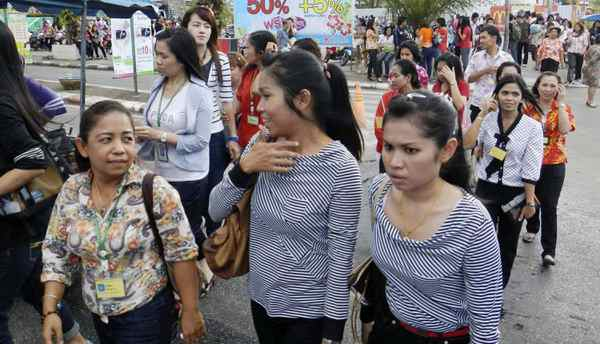 Office workers and residents walk on the street after evacuating from the buildings nearby after an earthquake struck Indonesia's western coast and shook the buildings in Hat Yai district of Songkhla province, southern Thailand Wednesday, April 11, 2012.
