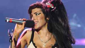 Amy Winehouse performs in London, England, on June 27, 2008.