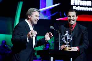 NHL Hall of Famer Glenn Anderson, left, and broadcaster Eddie Olczyk present the King Clancy Memorial Trophy.