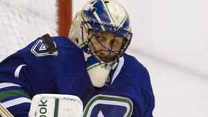 Roberto Luongo and teh Vancouver Canucks can take over top spot in the league with a win over Minnesota Jan. 4, 2011.
