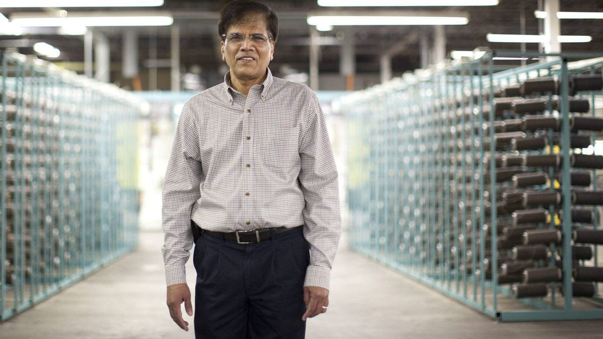 Rahumathulla Marikkar lost his job to the Great Recession in 2009. He then arranged the financing to launch his own business, carpet tile maker Belletile Inc.