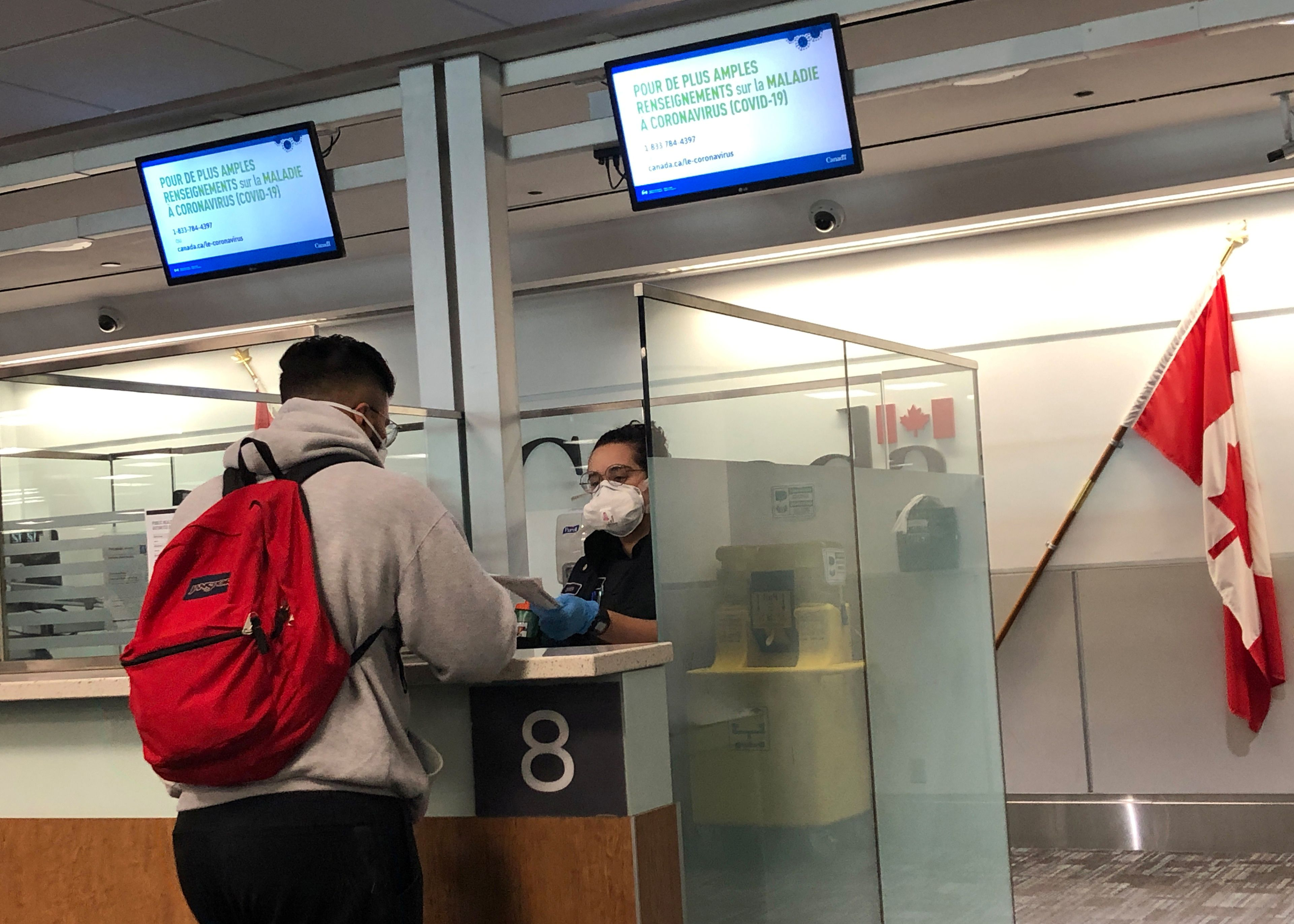 Border Agents To Start Warning All Air Travellers Of 14 Day Isolation Period The Globe And Mail