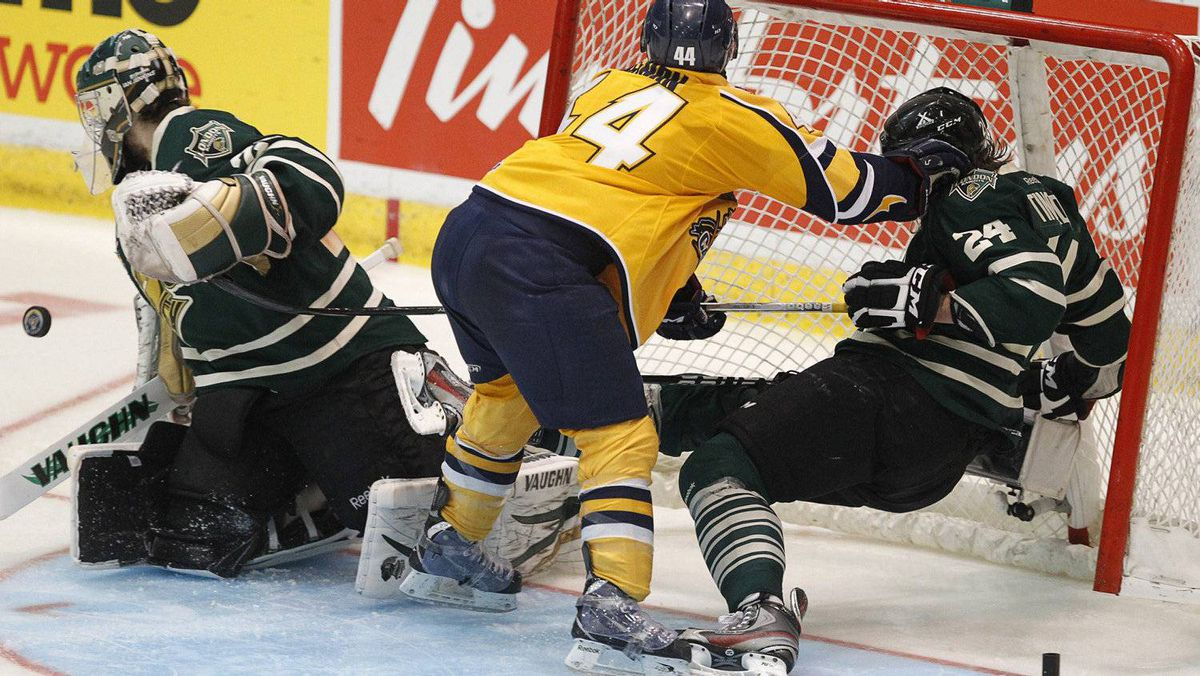 London Knights' Jarred Tinordi (R) is pushed into the net by Shawinigan Cataractes Felix-Antoine Bergeron (C) during the second period of their round-robin Memorial Cup ice hockey game in Shawinigan, Quebec, May 20, 2012. REUTERS/Mathieu Belanger