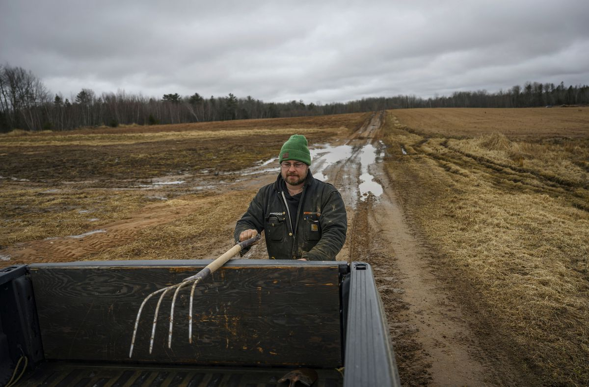 Canadas food supply at risk as pandemic tightens...