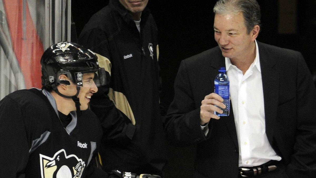 """The Pittsburgh Penguins' Sidney Crosby (L) chats with Penguins' General Manager Ray Shero during the """"morning skate"""" in preparation for his return to action Monday night against the New York Islanders in Pittsburgh, Pennsylvania, November 21, 2011. REUTERS/David DeNoma"""