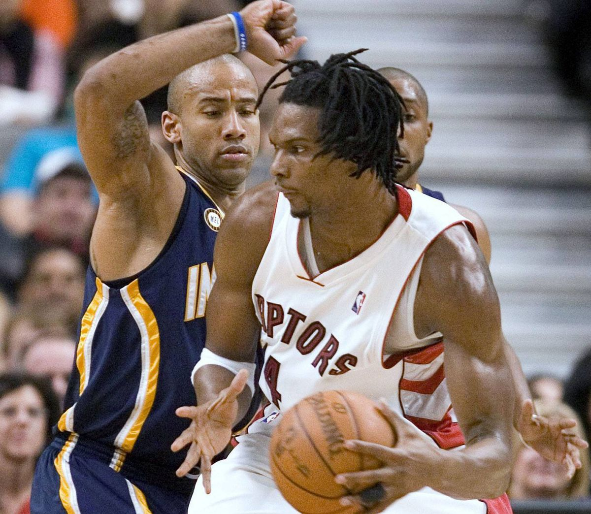 Toronto Raptors' Chris Bosh (R) drives to the basket past Indiana Pacers' Dahntay Jones in the first half of their NBA basketball game in Toronto January 31, 2010. REUTERS/Fred Thornhill