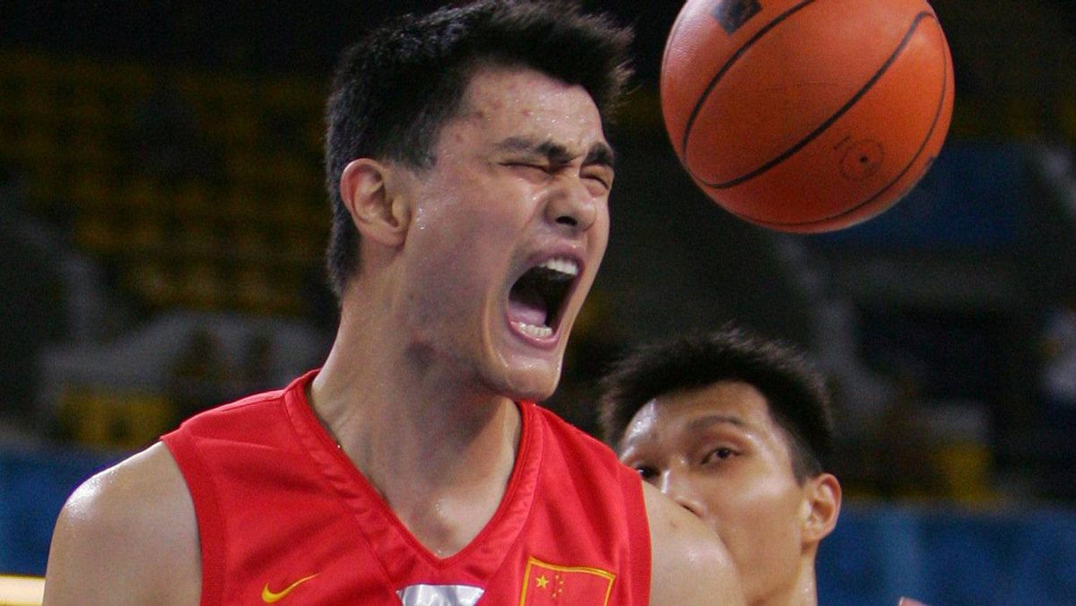 China's Yao Ming (13) reacts to a score in the first half of play against New Zealand during their men's basketball game in the Athens 2004 Olympic Games August 17, 2004. At left is New Zealand's Kirk Penney and at right is China's Yi Jianlian. REUTERS/Adrees Latif