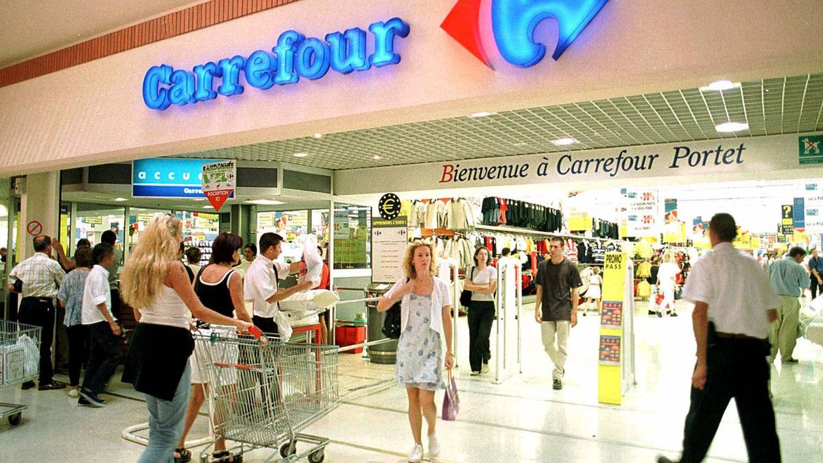 Carrefour, the world's second-biggest retailer behind U.S. group Wal-Mart, has been struggling for years, partly due to its reliance on hypermarkets, which have been losing out as time-pressed shoppers buy more goods locally and online.