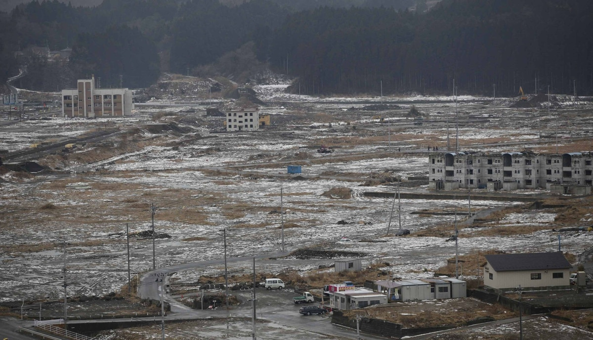 Snow falls over Minamisanriku town, in Miyagi prefecture, northeastern Japan February 23, 2012. The fishing town of Minamisanriku was devastated by the March 11, 2011 tsunami, triggered by the magnitude 9.0 earthquake.