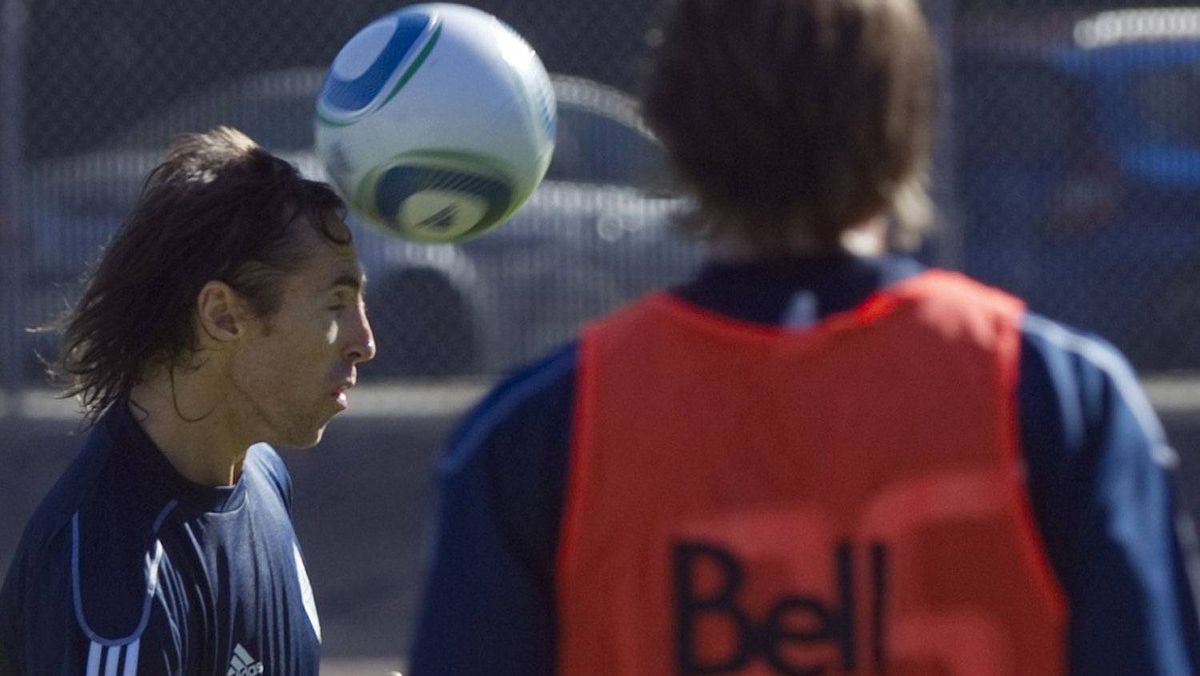 Steve Nash (C) of the NBA's Phoenix Suns practices with the Vancouver Whitecaps FC of the MLS, in Burnaby, British Columbia September 6, 2011. Nash, who co-owns the Whitecaps, took part in the daily team practice as they prepare for their next game against the New York Red Bulls. REUTERS/Andy Clark
