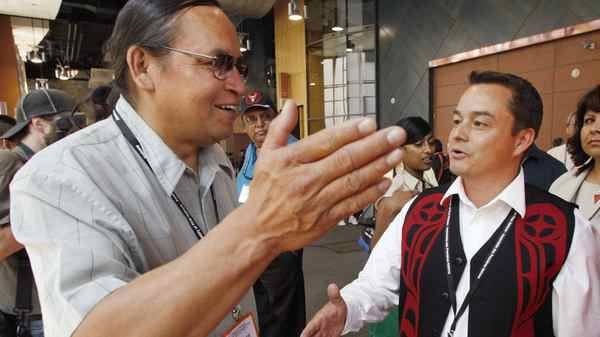 Chief Shawn Atleo (R) from British Columbia talks to candidate chief Terrance Nelson after the first ballot at the Canadian Assembly of First Nations annual meeting in Calgary, July 22, 2009.