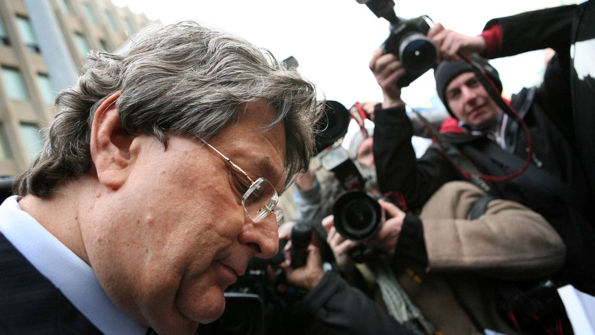 File photo of Garth Drabinsky leaving the court house amongst a sea of journalists.