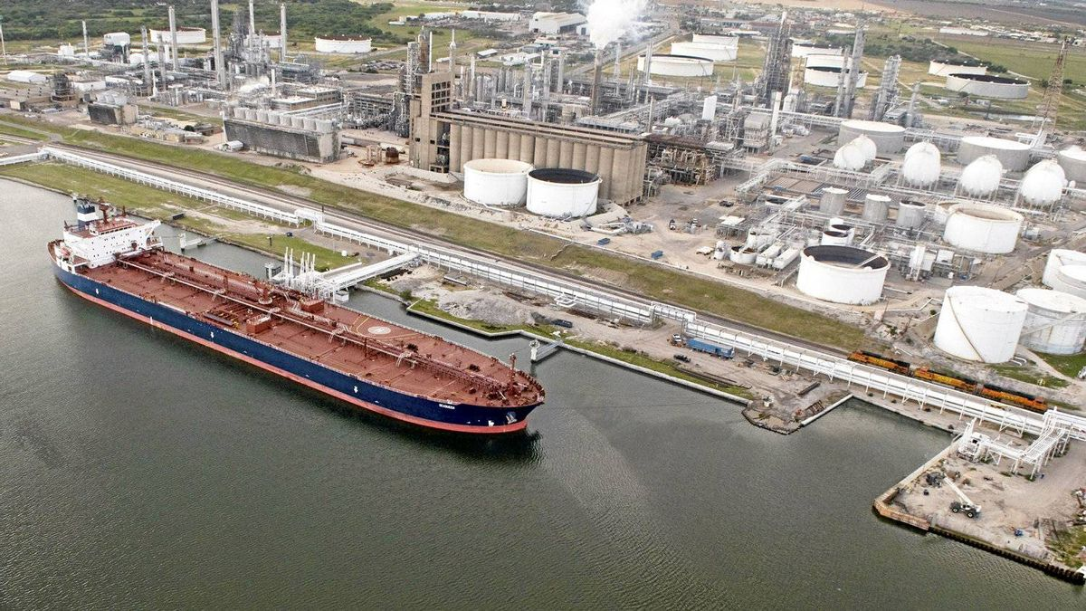 The oil tanker Seaqueen at the Valero Energy Corp. refinery at the Port of Corpus Christi, Tex.
