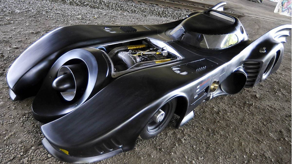 Casey Putsch built this Batmobile replica which is powered by a 365-horsepower Boeing turboshaft engine that controls the rear wheels through a four-speed gearbox with reverse.