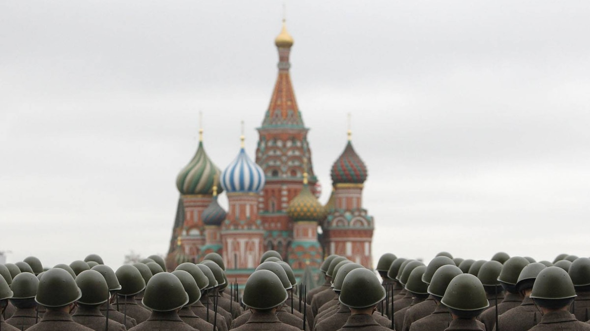Russian servicemen in historical uniforms take part in a military parade rehearsal in Moscow's Red Square November 3, 2011. The parade will take place on November 7 to mark the 70th anniversary of a historical parade in 1941 when Soviet soldiers marched through Red Square, towards the front lines during World War II.