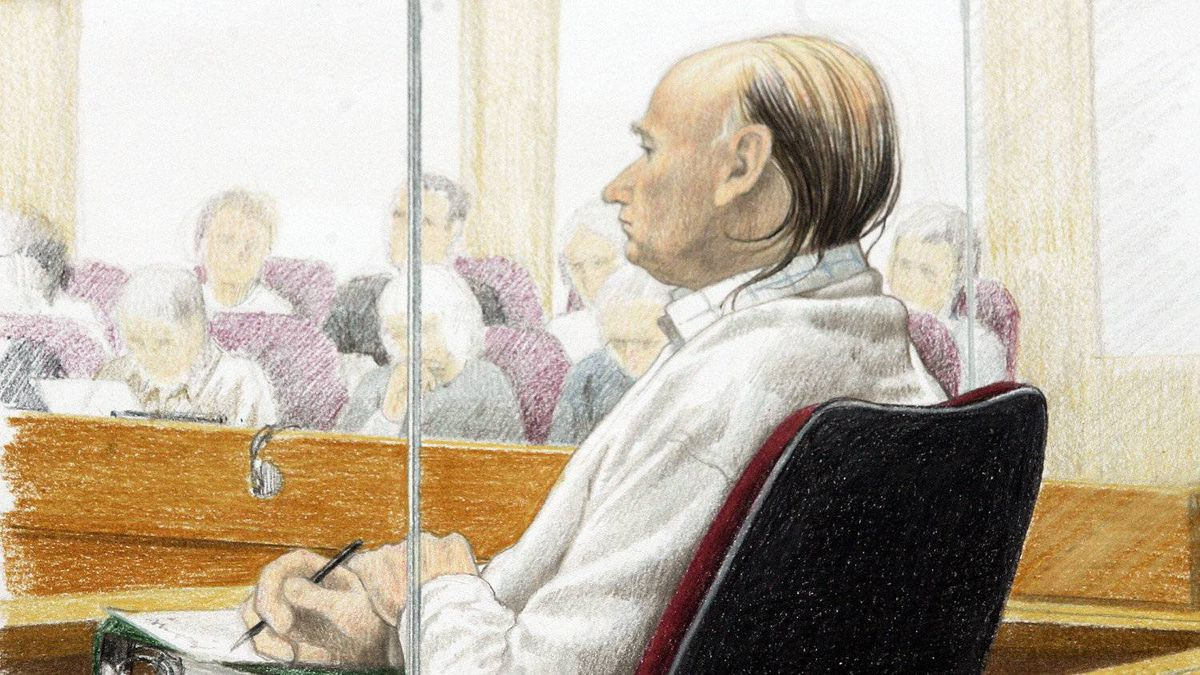 An artist's drawing of accused serial killer Robert Pickton taking notes while lead crown prosecutor Mike Petrie continues to deliver his closing arguments in his first degree murder trial at BC Supreme Court in New Westminster, Monday, November 26, 2007.