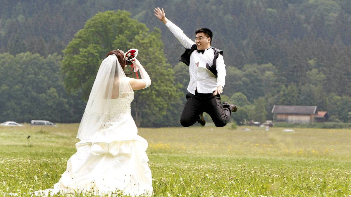Chinese bridal couple make pictures in front of the south Bavarian castle Neuschwanstein in Schwangau near Fuessen. Thirty-one Chinese couples who already got married in China travelled to Germany to repeat their promise of marriage at Neuschwanstein Castle, one of the most popular destinations in Europe.