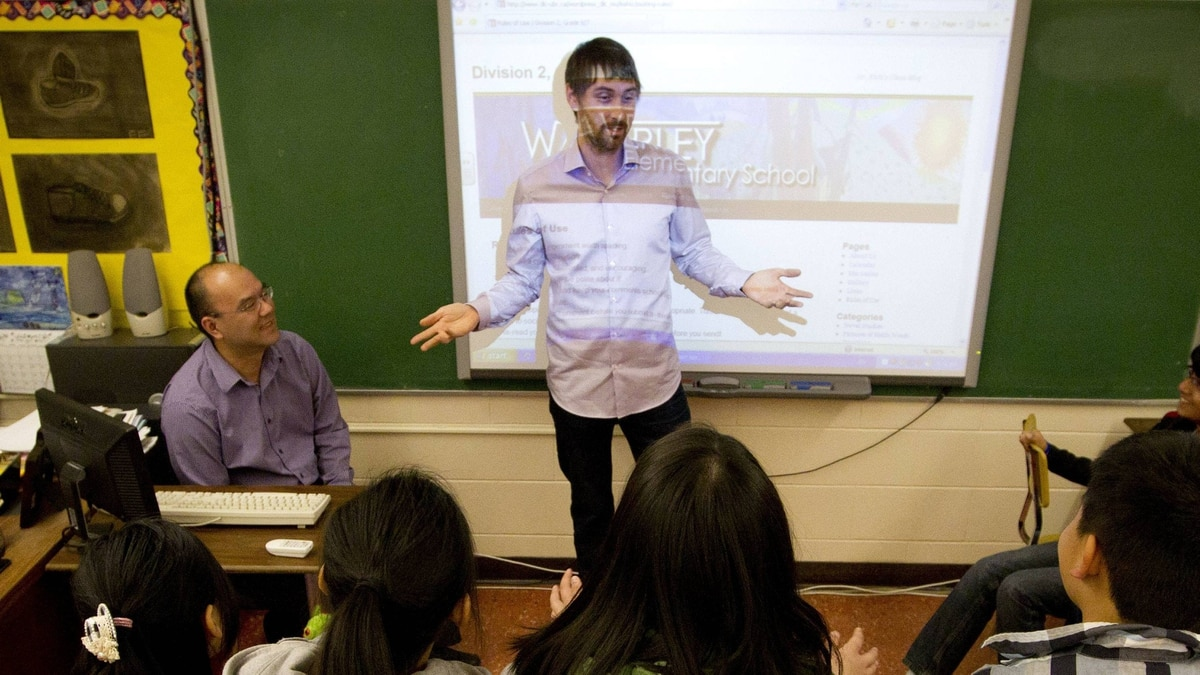 Trevor Wrinch talks to students at Waverley Elementary School in Vancouver about the school blog.