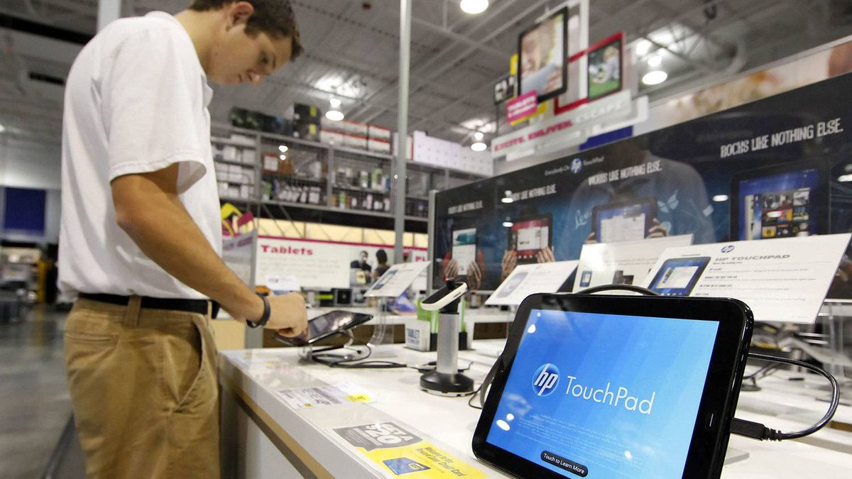 HP stunned markets two weeks ago when it killed off the TouchPad tablet computer as part of a series of moves away from the consumer market.