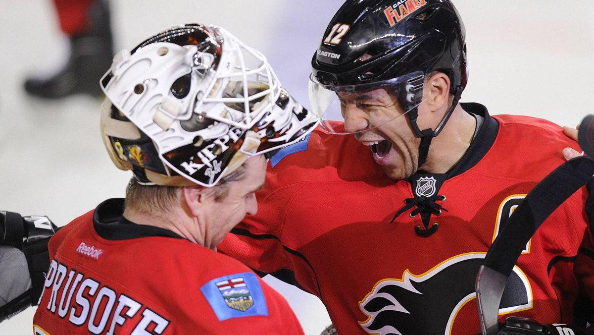 Calgary Flames' Jarome Iginla (R) celebrates his 500th goal with teammate goalie Miikka Kiprusoff during the third period of their NHL hockey game against the Minnesota Wild in Calgary, Alberta, January 7, 2012. REUTERS/Todd Korol