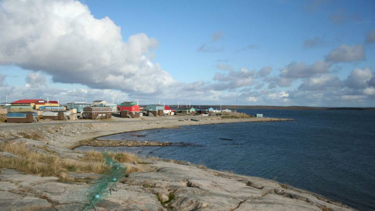The town of Puvirnituq has only 1,500 people, but as the local tourism headquarters, it boasts a state-of-the-art dive shop.