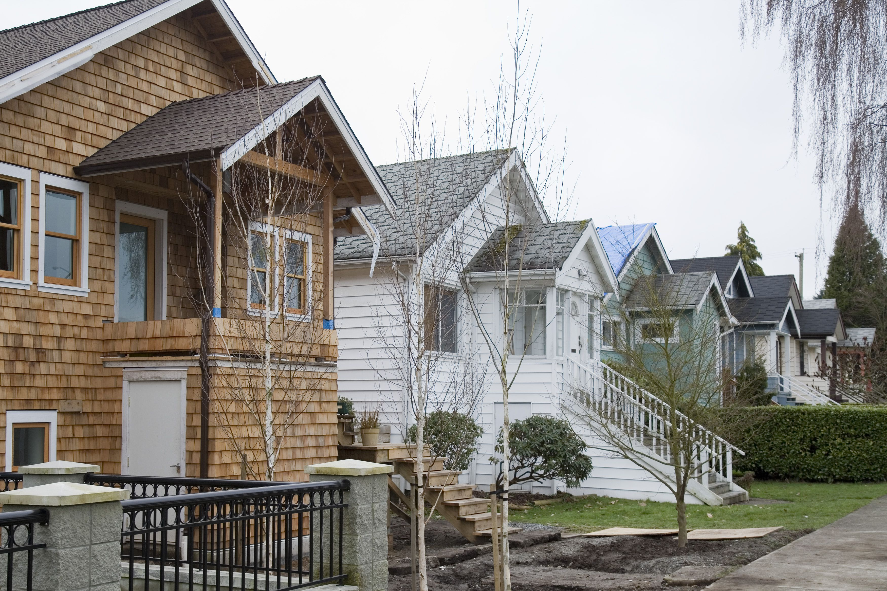 Average price of detached houses sold in Vancouver plunges 33 per cent, new data show