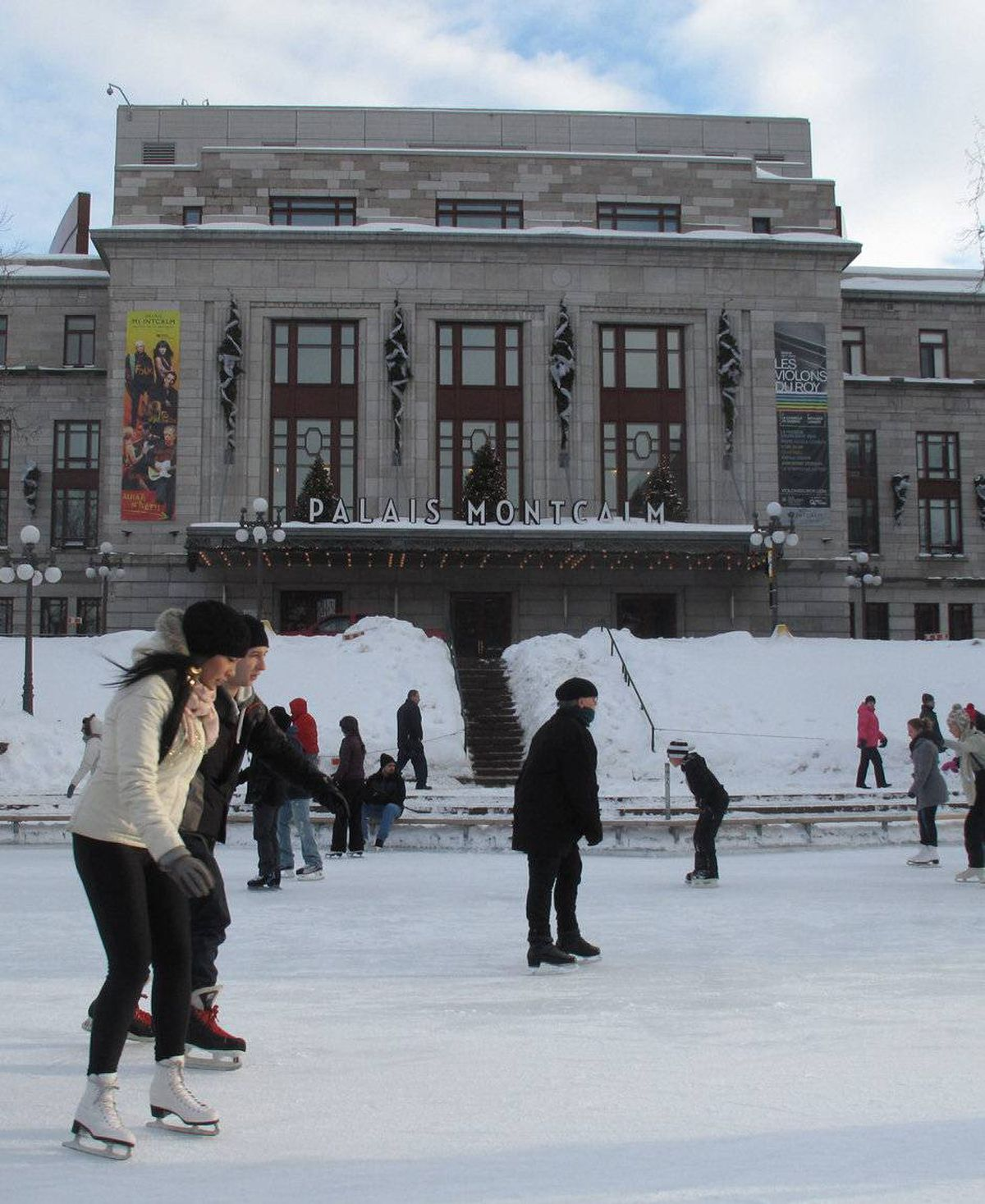 Join the beginners and the twirlers at the outdoor rink outside Palais Montcalm. Or join Bonhomme on Tuesday and Thursday nights at Place d'Youville.