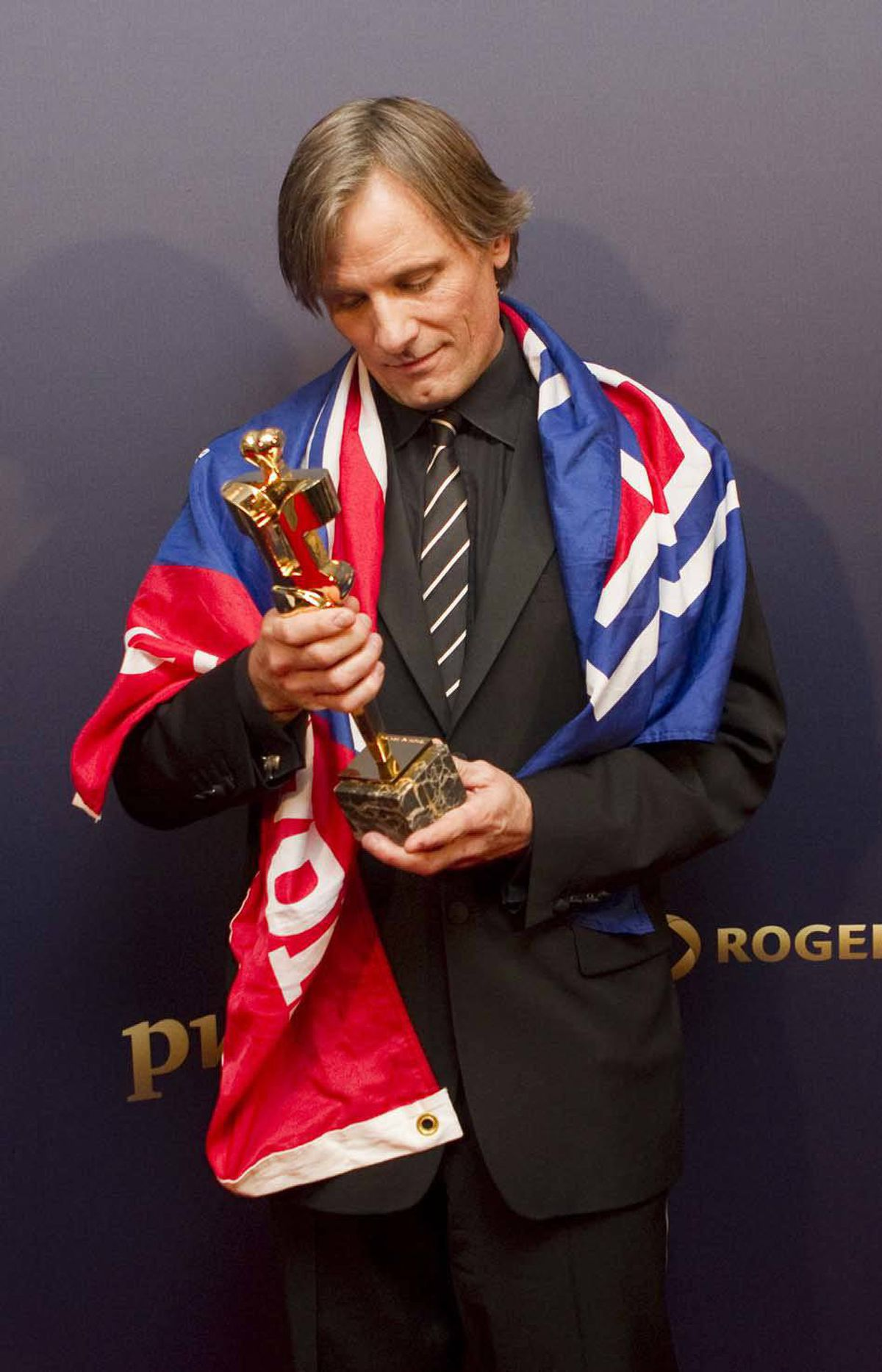 Viggo Mortensen wonders if he can melt down his Genie award and make an Oscar out of it at the Genie Awards in Toronto last week.