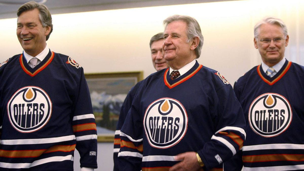 Premiers Gary Doer of Manitoba, left, Mr. Klein, centre, and Gordon Campbell of B.C., wear Edmonton Oilers jerseys during a photo-op after their meeting in Edmonton on Thursday, June 8, 2006. The premiers were meeting with members of the federal panel on equalization payments.