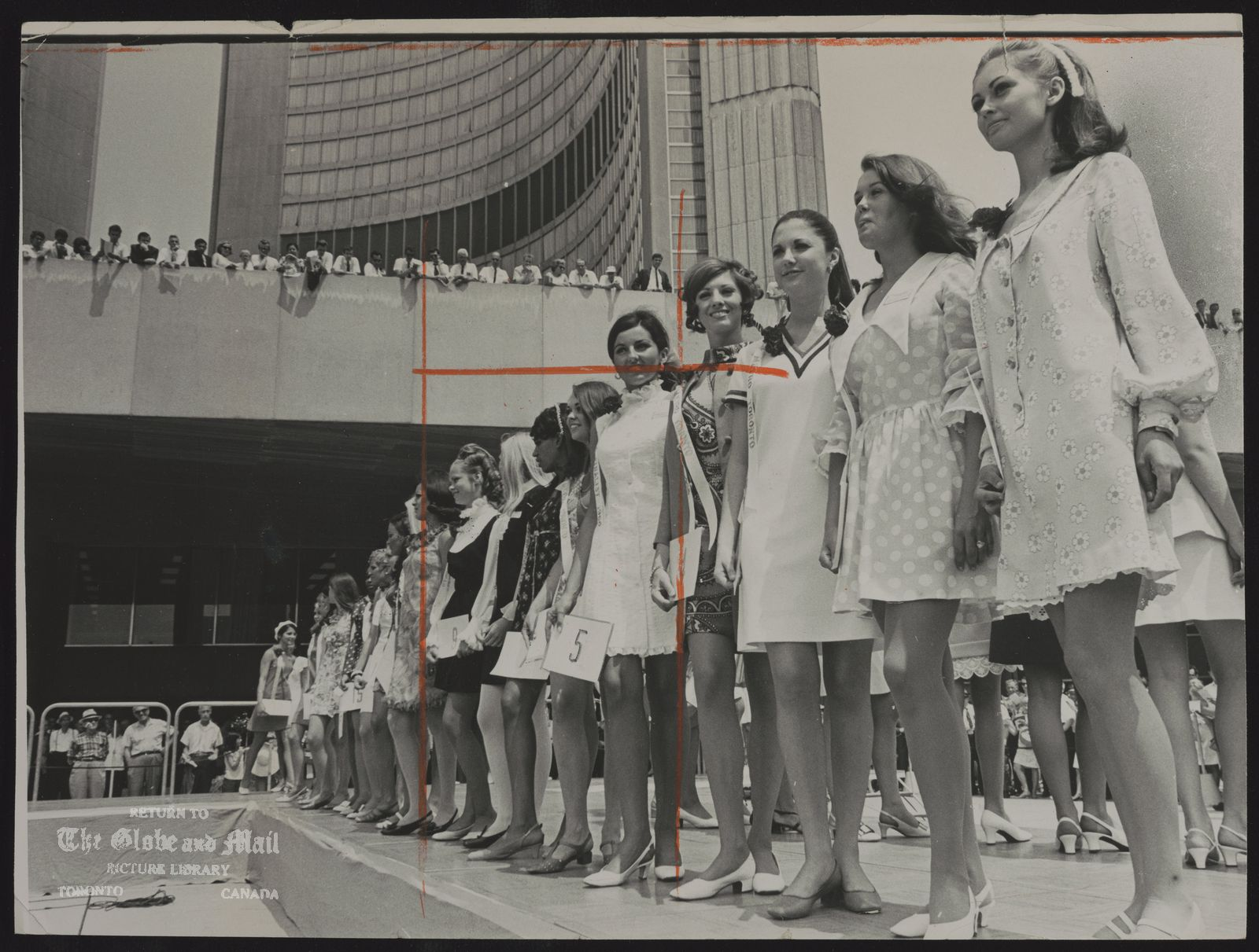 BEAUTY CONTEST Miss Toronto. F inalists in the Miss Toronto 1968 beauty contest, sponsored by Metro Toronto police, line up in front of City Hall yesterday to provide a noon-time bonus for girl-watchers. The contestants were welcomed by Mayor William Dennison and Miss Toronto 1967 Shirley Ann Macdonald.