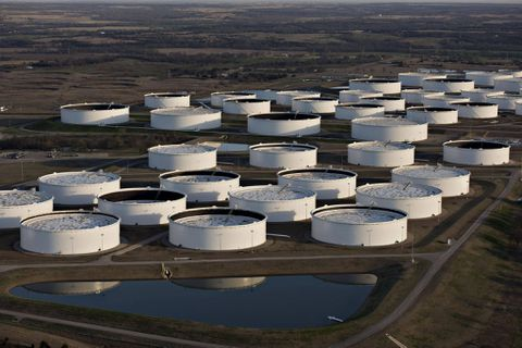 Oil price volatility driven by 'tourist traders' using incomplete data: report