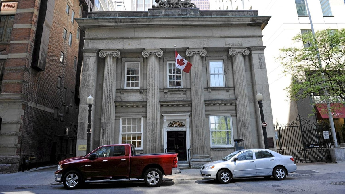 The neo-classical building at 10 Toronto dates back to 1853 when it was built to house a Toronto post office. It was later occupied by Revenue Canada and the Bank of Canada. Canadian financier E.P. Taylor acquired the building in 1959 for the headquarters of the legendary conglomerate Argus Corp.