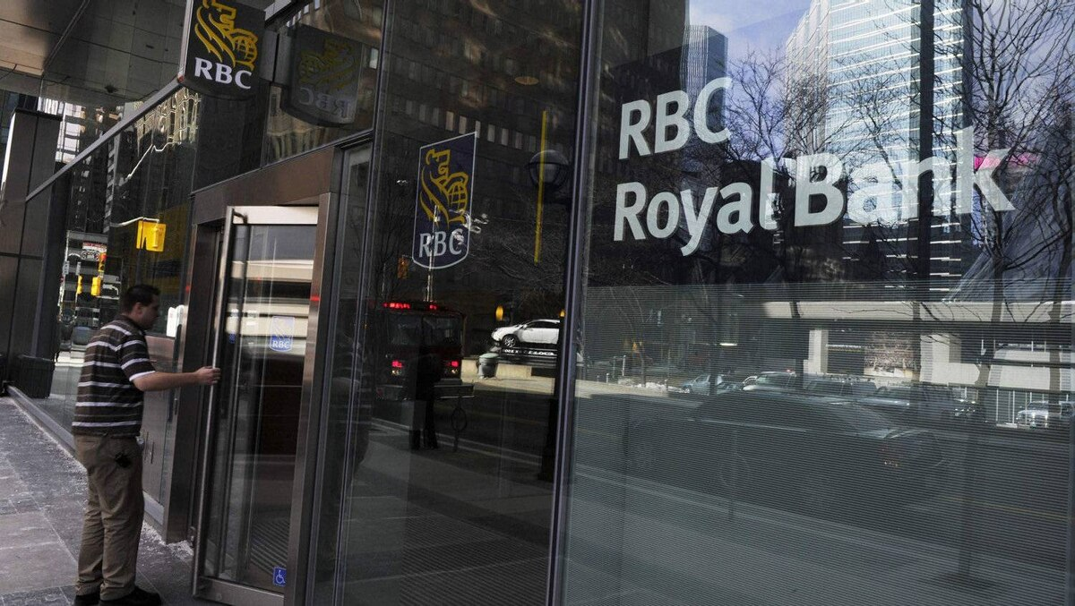 A man walks into a Royal Bank of Canada (RBC) in Toronto March 3, 2011. Royal Bank of Canada (RY.TO: Quote) said on Thursday that quarterly earnings rose 23 percent, driven by retail loan growth and lower provisions for bad loans REUTERS/Mark Blinch (CANADA - Tags: BUSINESS)