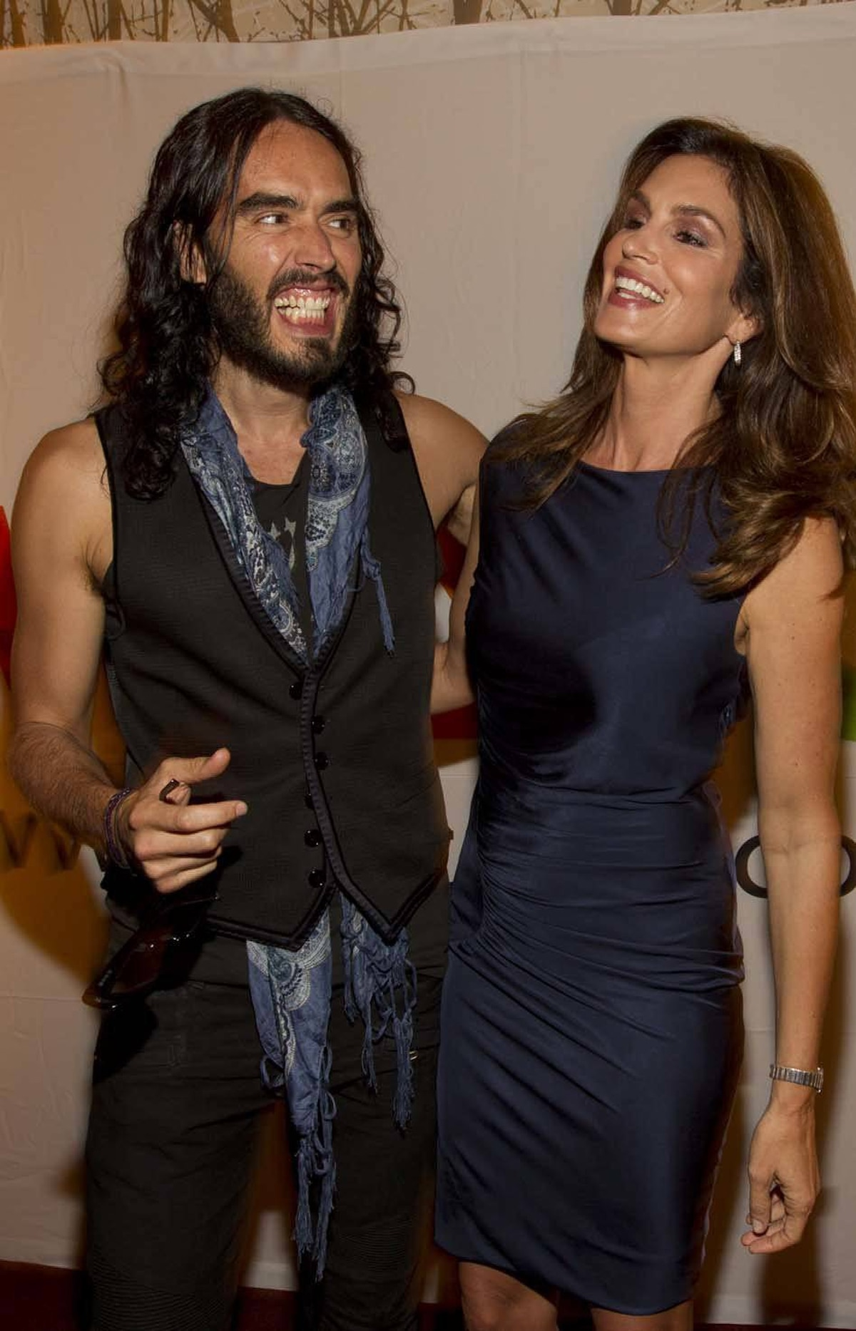 Cindy Crawford does her best to see the humour in it as Russell Brand explains to her how freakin' hilarious it was when he photo-bombed the president of Mexico.