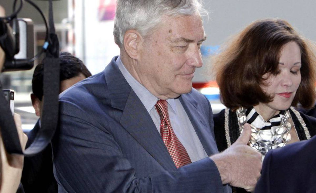 Conrad Black gives thumb up as he arrives at the federal courthouse in Chicago with his wife Barbara Amiel Black.
