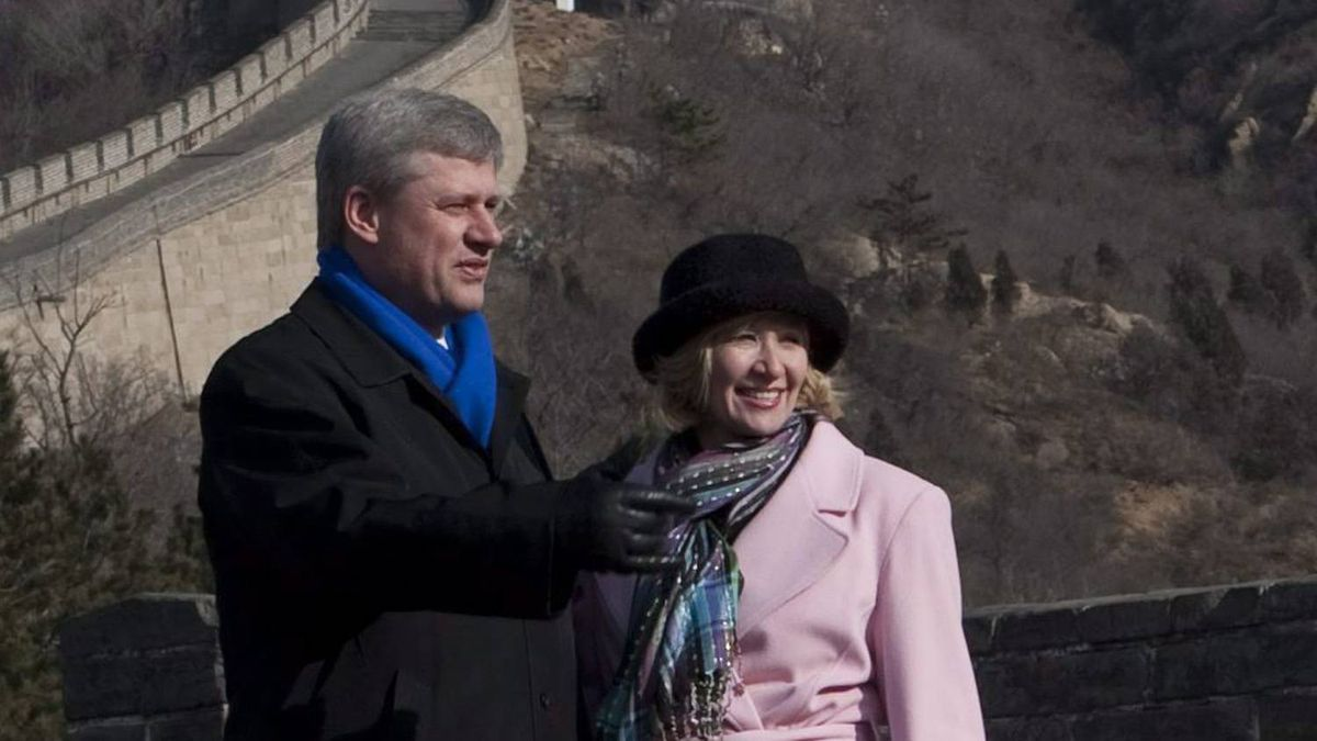 Stephen Harper and wife Laureen visits the Great Wall of China at Badaling in Beijing, China on Thursday, December 3, 2009.