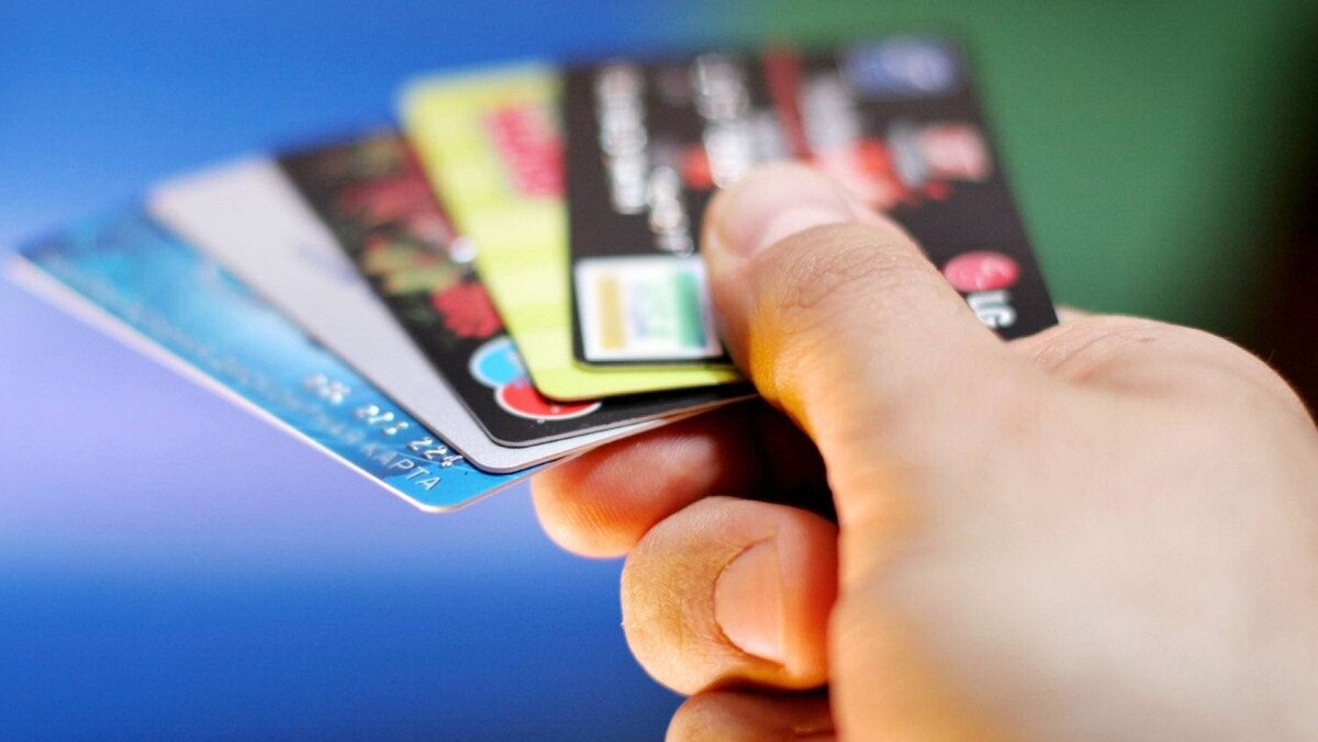 Canadians strongly oppose credit-card surcharges, survey finds